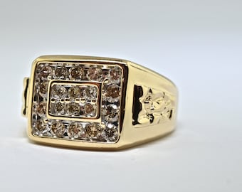 Mens 14k Yellow Gold And Diamond Ring. Size 11