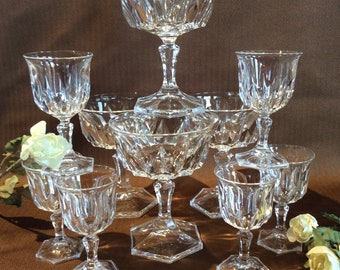 Vintage champagne crystalware stemware wine glasses cross cut crystal pattern