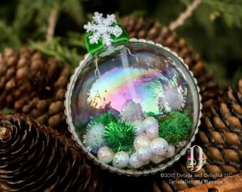 Au pays des merveilles d'hiver blanc verre rond décor d'arbre ornement, ruban de velours vert, éclat flocon de neige boule de neige Noël vacances vert