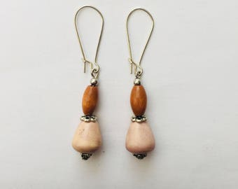 Beige ceramic earring and wood