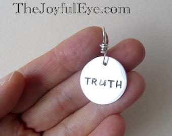 VÉRITÉ.  Source d'inspiration charme Bible en argent fin.  Bijoux Christian.  Acheter la vérité et pas le vendre.  Les religieuse charme OOAK fabriquées à la main.