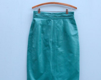 Vintage Blue Green Leather Pencil Skirt in Women's Size 12 (A cute ruched waist teal leather skirt with a 29 inch waist.)