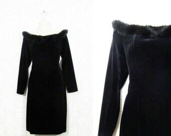 30% OFF FLASH SALE Vtg 90s Black Velvet + Faux Fur Off Shoulder Bodycon Winter Party Dress sz 8P