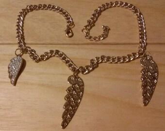 Collana dorata griffe: Fill, con ali di Angeli e cristalli.