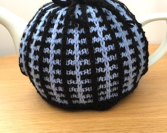 Tea cosy vintage design, retro teapot cover, small to medium size, black and blue tea cozy 60s home decor, knitted teapot cover