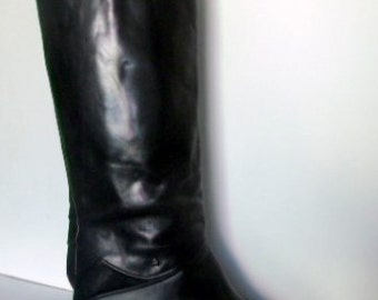 Sz 8 Vintage tall black leather zip up Etienne Aigner stack heel riding boots.