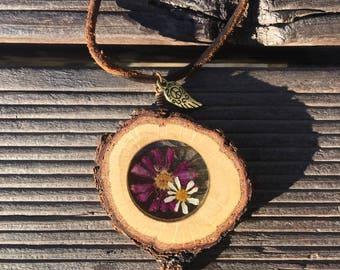 Daisy Pendant, Terrarium Necklace, Real Flower Necklace, Botanical Necklace, Wood Necklace, Resin Pendant, Gift Idea