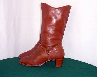 Sz 8.5m Vintage brown leather 1970s women mid calf walking boots.