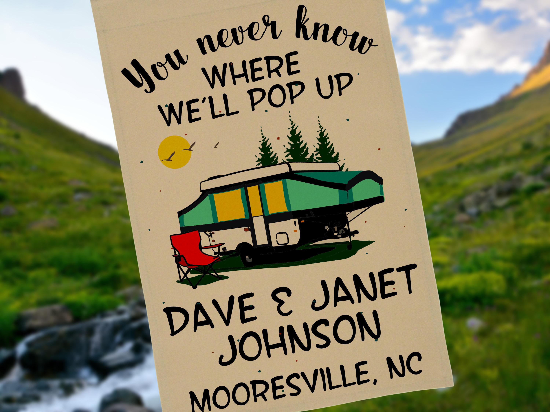 Man weiß nie wo wir Pop personalisierte Campingplatz Flagge