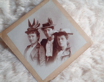 Edwardian Cabinet Card of Three Young Ladies in Fancy Hats