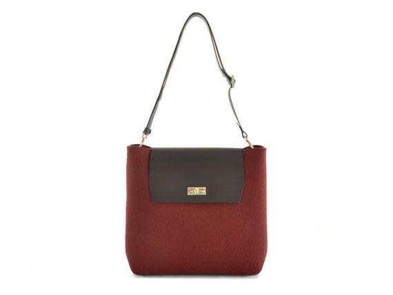 Felt and leather FLAP BAG / large shoulder bag / red bag / crossbody bag / tote bag / felt tote / wool felt / made in Italy