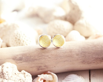 Malibu stud earrings, yellow graphic pattern, silver white base 10 mm, beach style, summer jewel, for women