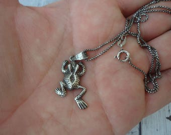 """Vintage Sterling Silver Frog Pendant on 20"""" Professionally Oxidized Box Chain"""