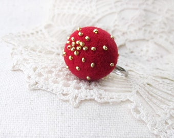 Statement ring Wool jewelry Gold Red ring Adjustable ring Funky jewelry Balls ring Winter jewelry Felted ring Dot ring Fun ring for her gift