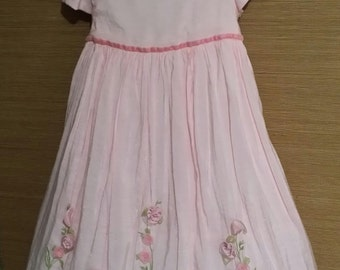 Adorable little girl pink vintage dress. adorned with roses. 4T