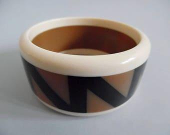 THE ZIGZAG . Geometric Graphics Op Art Statement Mod Space Age 70s 60s Bangle Cuff Bracelet Arm Band Lucite