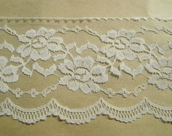 Wide lace, polyester, floral design, off-white color, width 12 cm
