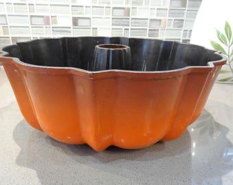 Bundt Pan, Northland Aluminum Products Bundt Pan, Burnt Orange Bundt Pan, Made in Mpls. MN USA