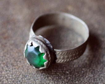 Afghan Vintage Kuchi Tribal Ring with the Green Glass - size 8