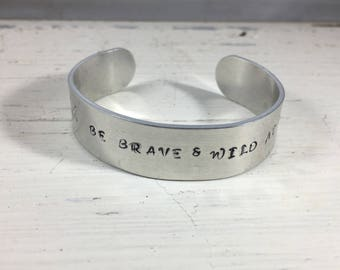 Metal Hand stamped bracelet with arrows and saying Be Brave & wild at heart
