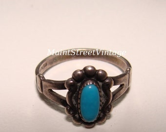 Sterling and Turquoise Oval Southwestern Ring sz 5.6 Vintage