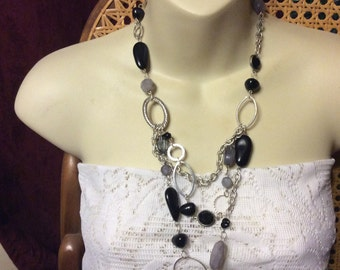 Vintage black and gray acrylic beads silver links necklace.