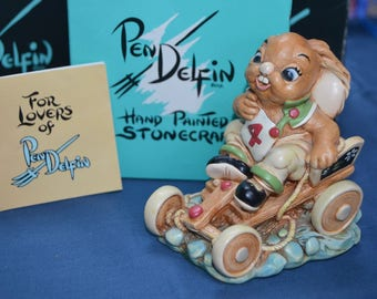 Boxed Pen Delfin Stonecraft Humphrey Rabbit in good vintage condition. With certificate of authenticity.  Pendelfin
