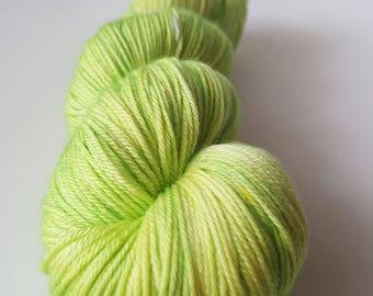 Skein of superwash Merino Wool / Nylon - Fingering / Sock hand - dyed colors it too hot.