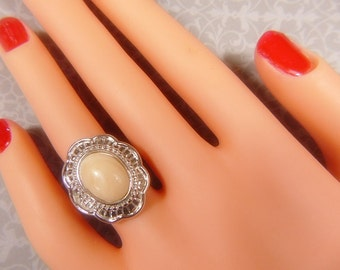 Vintage Silver and Tan Cabochon Ring -- Size 6.75 - R-273