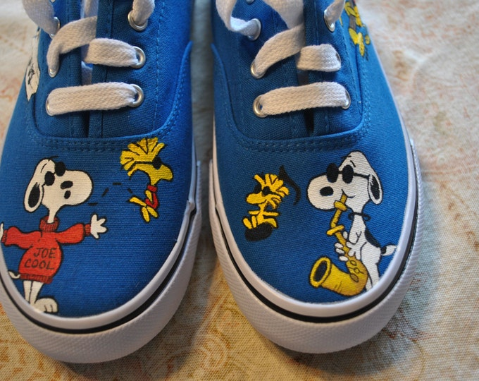 Funny Little Snoopy and Woodstock Custom Pair of Musical Shoes size 3.5 -  SOLD