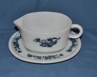 Beautiful Vintage, Pyrex, Milk Glass Gravy Boat and Matching Under Plate