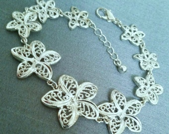 Silver bracelet, vintage bracelet, Flower bracelet, vintage jewelry, mid-century jewelry, valentine Day gift, gifts for her, gifts under 20