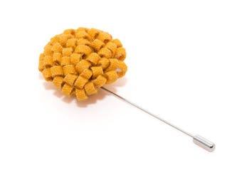 de MORÉ - honey yellow lapel pin
