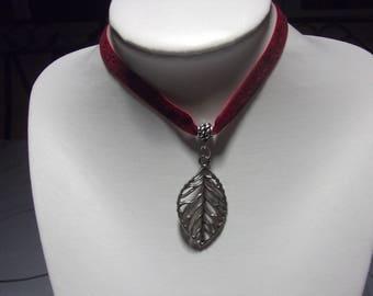 Leaf charm velvet Choker necklace