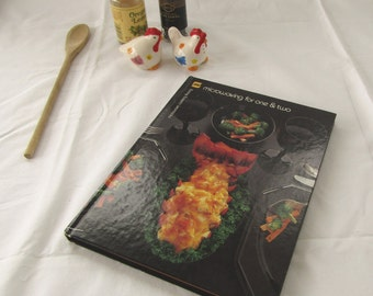 Microwave Cookbook Microwaving for One and Two Barbara Methven 1981 Excellent Condition