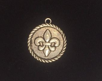 6 Pieces Fleur De lis Coin Pendant Charm 24mm Antique Silver Finish, fleur De Lis charms, 6-22-AS