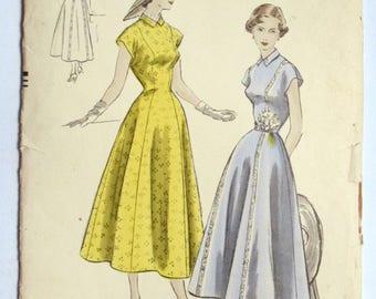 Vogue 1950s Elegant Day Dress Junior Sewing Pattern 3267 Uncut Size 11 Bust 30.5