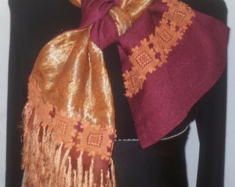 Shawl scarf in fuchsia satin lined in gold and orange design blade Indian cashmere