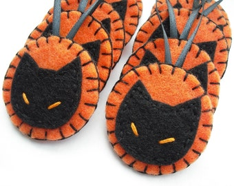 Halloween ornaments, black cat decorations, orange and black, halloween party favors, halloween kitty, halloween felt ornies, fall decor