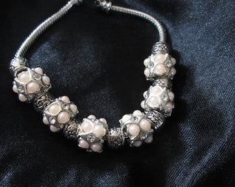 Pearl & tibetan silver bracelet
