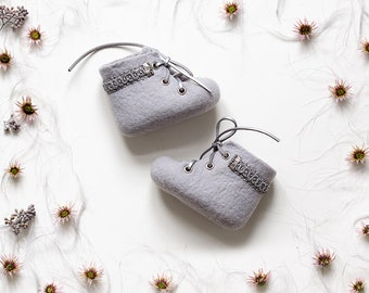 Newborn booties | Princess baby shoes | Gray felted boots | Limited edition crib shoes | New baby gift | Newborn girl coming home outfit