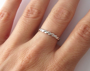 Thin braided ring in 925/1000 silver ring