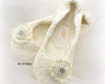 Vintage Style Ivory Lace Wedding Shoes Ivory Bridal Ballet Flat Shoes Ivory Ballet Slippers with Flowers Custom Bridal Shoes
