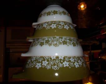 Set of 4 Spring Blossom AKA Crazy Daisy, Pyrex Cinderella Mixing Bowl