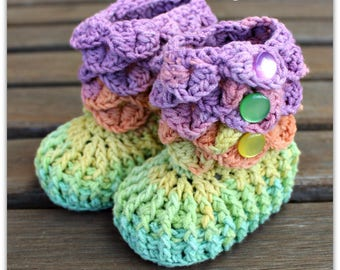 Crocodile Stitch Baby Booties That Stay On / Baby Slippers / Baby Booties / New Baby Gift / rainbow / 0-6 / cotton & acrylic / READY TO SHIP