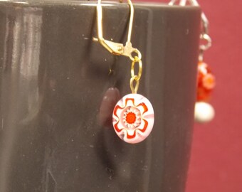 6/41Small white and red flower earrings
