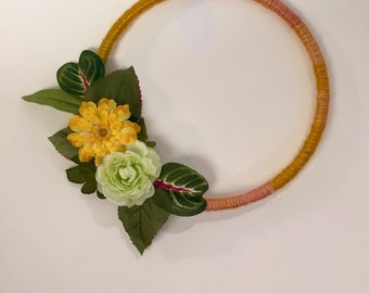 Yarn wrapped loop wreath perfect for Spring or Summer.