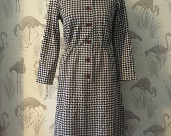 vintage 1960s houndstooth dress, retro dogtooth pattern, brown & cream, Mod style, empire waist, long sleeves, 60s, large collars