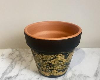 Honeycomb effect, jet black, gold pot