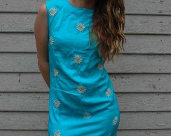 5 DOLLAR SALE Vintage 1960's Blue Daisy // Floral Shift // Wiggle // Gogo dress Size 4  // Flower Child